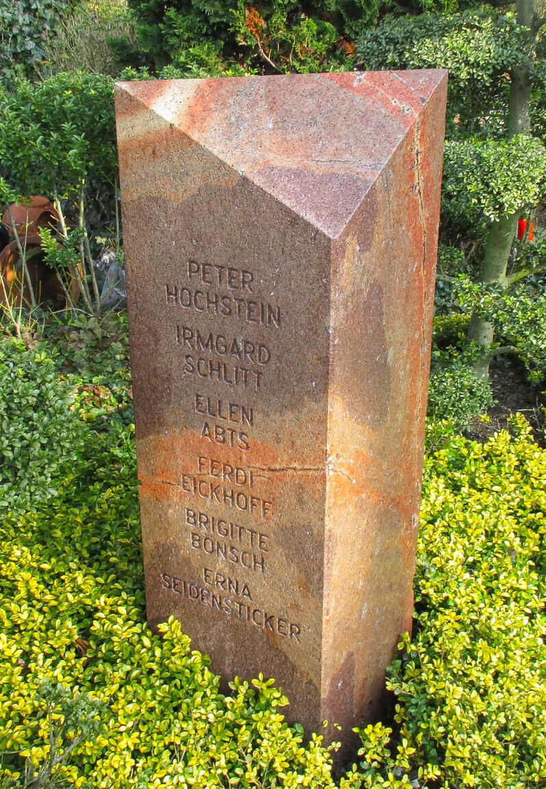 Stele 10 RochlitzerPorphyr